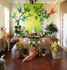 Loving this cohesive #jungle #safari party #theme
