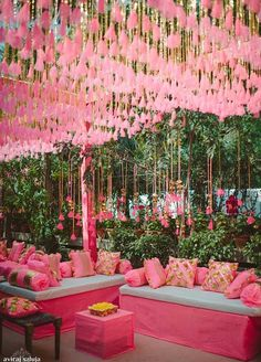 Wedding Decorations Indian Mason Jars - Chic Wedding In Delhi With Exquisite Decor! Desi Wedding Decor, Wedding Stage Decorations, Wedding Mandap, Wedding Themes, Chic Wedding, Trendy Wedding, Wedding Designs, Wedding Centerpieces, Wedding Ideas