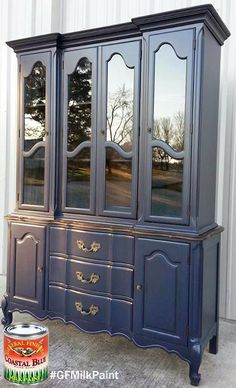 This GF Coastal Blue Milk Painted beauty was refinished by Chrissie's Collection. Loving this regal look! If you post pics involving GF products, be sure to tag @GeneralFinishes along with names of the products used, and we'll be happy to share them on our social media channels.