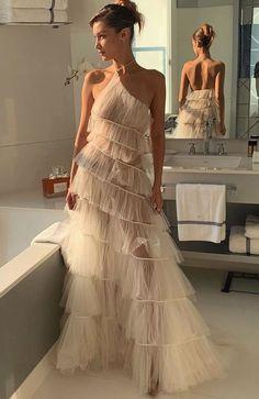 Elegant Dresses, Pretty Dresses, Beautiful Dresses, Couture Fashion, Runway Fashion, Fashion Outfits, Evening Dresses, Prom Dresses, Dream Wedding Dresses
