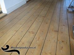 geschuurde vergrijsde grenen vloer
