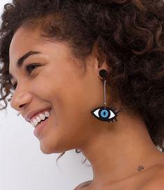 Brinco feminino Modelo divertido Formato olho Marca: Accessories Material: Acrílico COLEÇÃO VERÃO 2017 Veja outras opções de brincos femininos.
