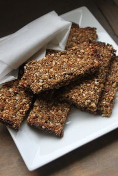 YUMMY bars…… 1 cup dates ½ cup craisins ½ cup pepitas ½ cup sunflower seeds ¼ cup chia seeds ¼ cup maple syrup Pinch of salt Sweet Recipes, Whole Food Recipes, Snack Recipes, Cooking Recipes, Clean Recipes, Paleo Recipes, Healthy Sweet Treats, Healthy Desserts, Vegan Snacks