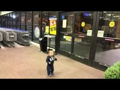 Little Boy Is Experiencing Automatic Doors For The First Time And It Is Adorable - NewsLinQ