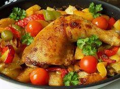 Oloupané brambory a všechnu zeleninu kromě rajčat nakrájíme na větší kousky. Kuře osolíme a na oleji s máslem opečeme z obou stran.Vytáhneme z... Meat Chickens, Bagel, Turkey, Treats, Baking, Recipes, Cooking, Sweet Like Candy, Goodies