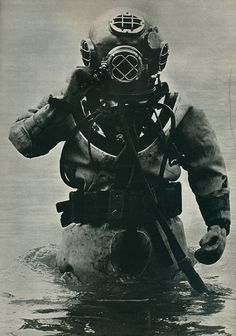 This is exactly what the deep sea diver whom has a lair under the sea wore! This is exactly what the deep sea diver whom has a lair under the sea wore! Diving Helmet, Diving Suit, Scuba Diving Equipment, Scuba Diving Gear, Sea Diving, Cave Diving, Marin Vintage, Scuba Diving Quotes, See Tattoo