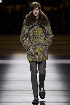 See the complete Dries Van Noten Fall 2016 Menswear collection.