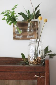 diy con bombillas Glass Vase, Home Decor, Diy Decorating, Bulbs, Creativity, Cooking, Home, Projects, Decoration Home
