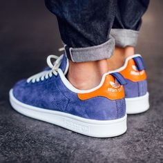 The latest adidas Stan Smith to drop is this adidas Stan Smith Midnight Indigo edition is now beginning to hit retailers. This adidas Stan Smith is now Me Too Shoes, Men's Shoes, Shoes Sneakers, Shoes Style, Roshe Shoes, Nike Roshe, Casual Shoes, Nike Shoes, Sneakers Fashion