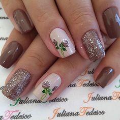 E esta decoração??!? Shellac Nail Designs, Shellac Nails, Toe Nails, Nail Art Designs, Autumn Nails, Spring Nails, Mani Pedi, Manicure And Pedicure, Flower Nails