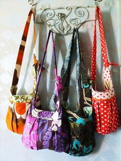 A stunning shoulder bag funky retro and by trouvaillesandtrims