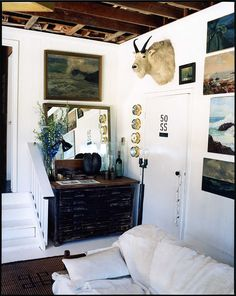 Montauk entry way by Roman and Williams, the interior design firm that did the Ace and Standard hotels in New York. Blog Vintage, Vintage Designs, Inspiration Design, Interior Inspiration, Design Ideas, Estilo Hipster, Roman And Williams, Vintage Chest, Vintage Man