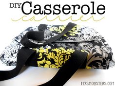 DIY Casserole Carrier--for Ian to take his curry cottage pie to pot lucks? Sewing Tutorials, Sewing Patterns, Sewing Ideas, Fabric Crafts, Sewing Crafts, Casserole Carrier, Small Sewing Projects, Craft Projects, Sewing Aprons