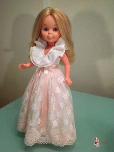 LOS TESOROS DE AMY: Vestido del catálogo del 1981, ref 65 American Girl, Nancy Doll, Little Doll, Amy, Girl Doll Clothes, Flower Girl Dresses, Dolls, Wedding Dresses, Quotations