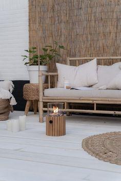 CASA TRÈS CHIC: REVISTA DE FIM DE SEMANA Outdoor Spaces, Outdoor Living, Outdoor Decor, Natural Home Decor, Diy Home Decor, Scandi Home, Minimalist Garden, Boho Stil, Interior Decorating