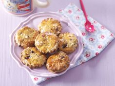 Les secrets des scones, petits pains britanniques au lait et au beurre, sans levée, à déguster avec une crème fraîche bien épaisse. Un délice !