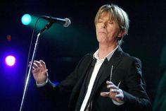 Mit Queen nahm er 1981 den Song Under Pressure auf. Der Song entstand in einer sechsstündigen Session und wurde Nummer 1 in Großbritannien. Mehr zum Tod des Musikers: http://www.nachrichten.at/nachrichten/kultur/Die-Welt-hat-einen-Hero-verloren-David-Bowie-ist-tot;art16,2080839 (Bild: Reuters)