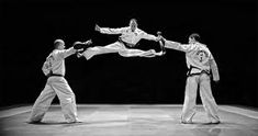 is it me or is there no possible way he jumped that high and did a splits kick #taekwondo