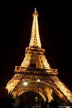 turnul frantei | Turnul Eiffel, simbol al Frantei si al Europei Tower, Building, Travel, Rook, Viajes, Computer Case, Buildings, Destinations, Traveling