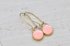 Vergoldete Kidney Ohrringe rosa von Saimana´s Pearls  auf DaWanda.com