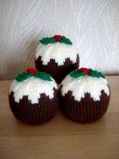 Chocolate Orange Covers - Christmas Puddings With Custard Drizzle Christmas Fayre Ideas, Knitted Christmas Decorations, Felt Christmas Ornaments, Christmas Projects, Quilted Ornaments, Christmas Ideas, Christmas Cover, Christmas Makes, Christmas Cross