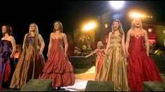 Celtic Woman - You Raise Me Up (and Concert Closing, live at the Slane Castle) Betty Sneeringer - freetime. Sound Of Music, Kinds Of Music, My Music, Gospel Music, Music Songs, Music Videos, Praise Songs, Praise And Worship, Michael Jackson
