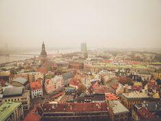 Afreizen naar één van de Baltische staten. Daar zou een aparte Facebook button…