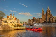 Foto de stock : Basilica of St. Nicholas and a canal, Amsterdam at sunset