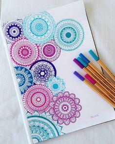 Easy Mandala Drawing, Mandala Sketch, Simple Mandala, Doodle Art Drawing, Dark Art Drawings, Mandala Doodle, Art Drawings Sketches Simple, Mandala Book, Watercolor Mandala
