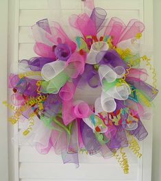 Deco mesh curly wreath how to: Trendy Tree Wreath Crafts, Diy Wreath, Tulle Wreath, Wreath Ideas, Deco Mesh Wreaths, Door Wreaths, Easter Crafts, Holiday Crafts, Thanksgiving Holiday