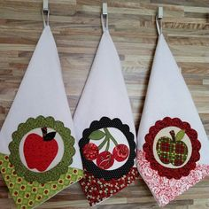 Fabric Crafts, Sewing Crafts, Sewing Projects, Machine Applique, Machine Embroidery Designs, Bandana Crafts, Reindeer Decorations, Kitchen Fabric, Hanging Towels