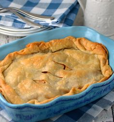 only two apples, this scaled down apple pie serves four perfectly.Using only two apples, this scaled down apple pie serves four perfectly. Small Desserts, Just Desserts, Dessert Recipes, Apple Desserts, Dinner Recipes, Chocolate Desserts, Easter Desserts, Chocolate Tarts, Health Desserts