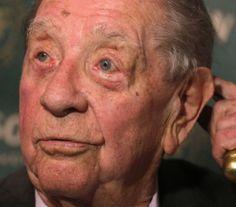 † Károly Makk (91) 30-08-2017 De Hongaarse filmregisseur en scenarioschrijver Károly Makk is op 91-jarige leeftijd overleden. https://youtu.be/zzygzNa4-xw