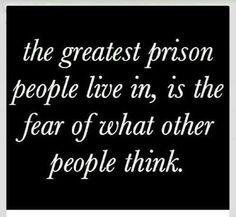 """""""La peor prisión es vivir temiendo al 'qué dirán'""""."""