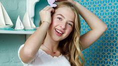 Lebenslustig und hübsch: Anaïs stehen in der Modewelt viele Tore offen. Und ihr Vater ist auch kein ganz Unbekannter ...