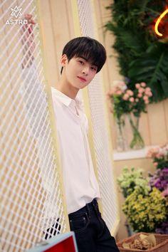 still cha eun woo Cute Korean Boys, Asian Boys, Korean Celebrities, Korean Actors, Beautiful Boys, Pretty Boys, Kim Myungjun, Park Jin Woo, Cha Eunwoo Astro