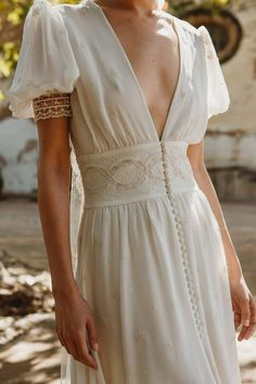 Visit Us : www. Dream Wedding Dresses, Bridal Dresses, Pretty Dresses, Beautiful Dresses, Mode Ootd, Look Boho, Vestidos Vintage, Mode Inspiration, Dream Dress