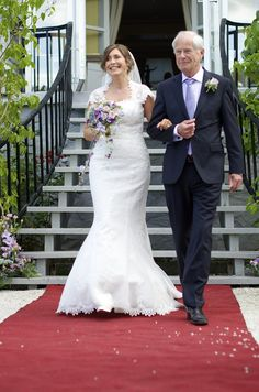 Wedding, Wedding ceremony, Summer, Outdoor wedding, beautiful Photographer: Eline Tjeldnes Feminist Writers, Norway Hotel, Beautiful Gardens, Wedding Ceremony, Hotels, Wedding Dresses, Classic, Summer, Outdoor
