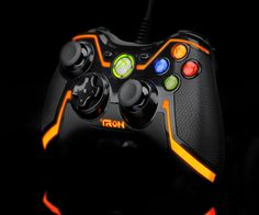 TRON Wired Controller for Xbox 360 Collector's Edition (colors may vary) Pc Gamer, Set Up Gamer, Ps4, Playstation, Geek Games, Xbox 360 Games, Video Game Movies, Video Games, Control Xbox