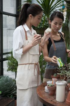 The apron is made from raw cotton canvas. It is strong and simple for daily use… Waxed Canvas, Cotton Canvas, Waiter Uniform, Cafe Apron, Pinafore Apron, Asian Beauty, Handmade, Strong, Kitchen Linens