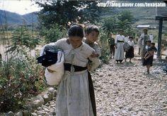◈미국의 아담씨가 촬영한 칼라사진◈ Adam씨가 1950년대에 촬영한칼라사진 아래의 사진들은 6.25전쟁 직후인 1954년 교회 봉사활동을 위해 한국에 머물렀던'아담'이란 미국인이 촬영한 칼라 사진들로서,재미 유학생 (정찬권)에의해 발견돼 세상에 공개된 소중한 역사적 자료입니다.자료 입수 정찬권 (미국 유학생) 1주일 전에 아내가 영어