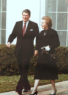 Margaret Thatcher with Ronald Reagan February 1981 Reagan Thatcher, Margaret Thatcher, Republican Presidents, Us Presidents, Governor Of California, The Iron Lady, Nancy Reagan, Famous Pictures, President Ronald Reagan