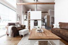 moderni hirsitalo Log Homes, Oversized Mirror, Sweet Home, Villa, Rustic, Wood, Furniture, Houses, Home Decor