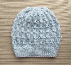 Instantly download 5 FREE knit hat patterns, plus get top hat knitting tips in a helpful video from Craftsy knitting instructor Laura Nelkin.