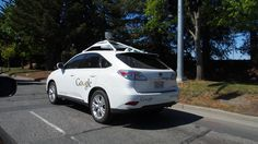 Googleの自動運転の自動車。屋根の上のくるくる回るカメラで周りを観察しているらしいよ。