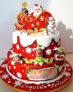 Fun Christmas cake perfect for a child's party http://2.bp.blogspot.com/-GbGdyqxscpg/UJt8wWNGa-I/AAAAAAAAJDA/mfuzOmjm2ug/s400/293859_520022384683483_1751611824_n.jpg