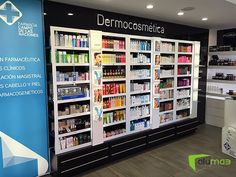 helps Vichy, Roger&Gallet and La Roche-Posay highlight their presence in Campo de las Naciones Pharmacy. Medical Photos, Cosmetic Display, Roche Posay, Makeup Store, Digital Signage, Shelf Design, Shop Interiors, Retail Design, Visual Merchandising