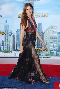 Marisa Tomei looks stunning at the Spider-Man: Homecoming premiere Lace yourself:Â The floor-length dress featured pleats, as well as sheer black lace panelin… Classic Actresses, Beautiful Actresses, Beautiful Celebrities, Beautiful Females, Gorgeous Women, Marisa Tomei Sexy, Marissa Tomei, Karen Gillan, Pink Gowns