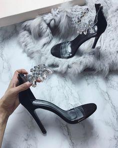 Designer Clothes, Shoes & Bags for Women Fashion 101, Fashion Shoes, Luxury Fashion, Hot Shoes, Shoes Heels, High End Fashion, Pretty Shoes, Shoe Closet, Shoes