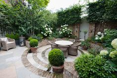 hortensien garten Congratulations to designer Karen Rogers krgardendesign who has passed stage one of the SGD adjudication process, the first stage to Small Courtyard Gardens, Back Gardens, Small Gardens, Outdoor Gardens, Modern Gardens, Garden Modern, Backyard Ideas For Small Yards, Backyard Designs, Garden Cottage